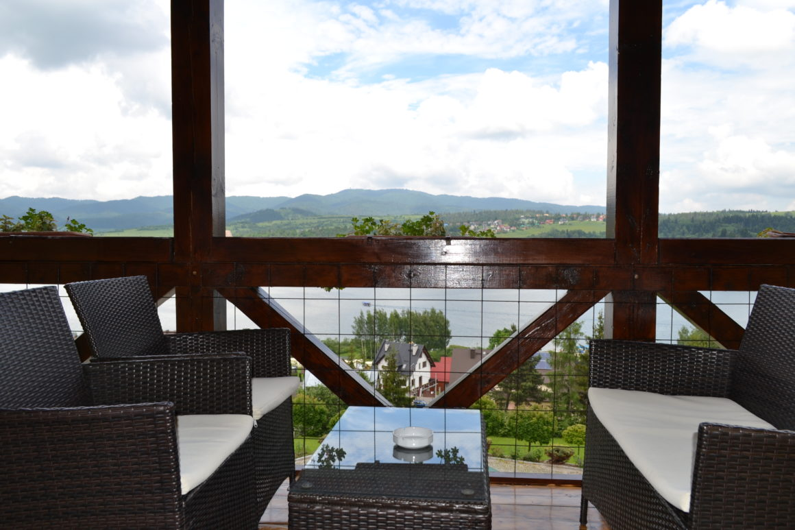 Apartament dwupokojowy z widokiem na jezioro i tarasem